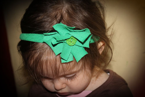 16 DIY Upcycled T-Shirt Projects (Headband)| The Happy Housewife