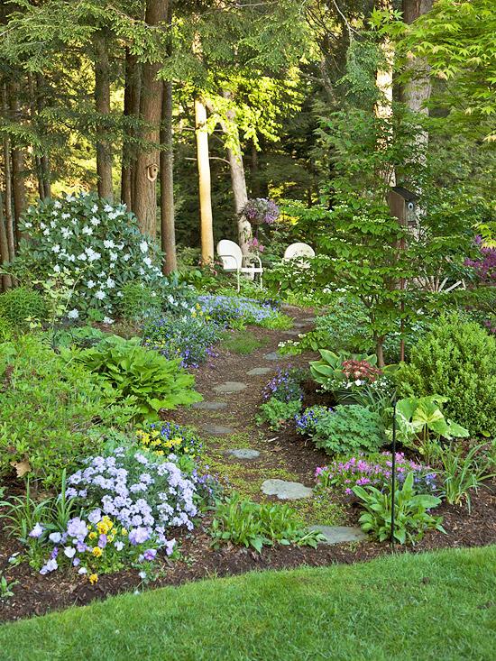 Stunning Shade Gardens | The Happy Housie on Shady Yard Ideas  id=88432