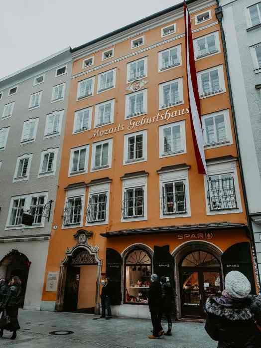 Mozart Geburtshaus Getreidegasse Salzburg gelbes Haus