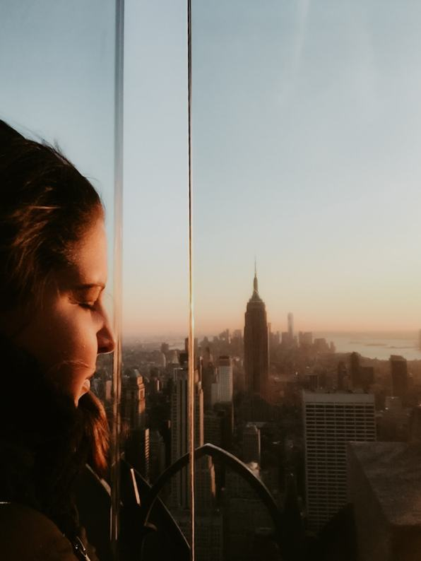 Porträt vor Sonnenuntergang Empire State Building