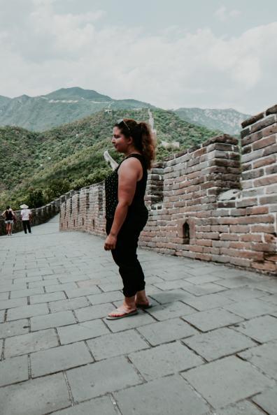 Auf der Chinesischen Mauer stehen