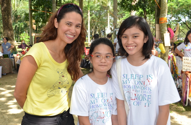 Xia and Bea with Maricel Laxa-Pangilinan