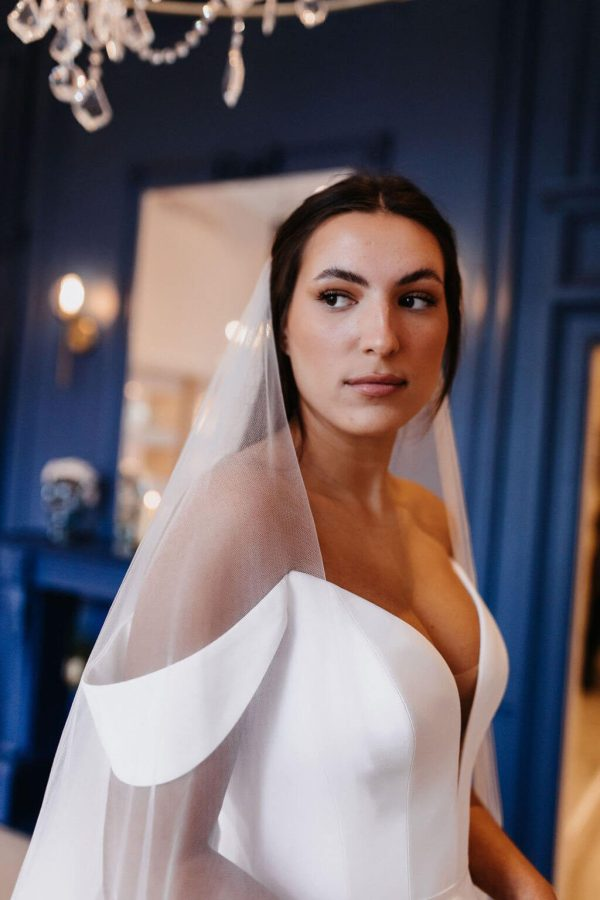 View this stunning Athena - L veil with Arianna trim on the hem. Click to shop our amazing range of veils.