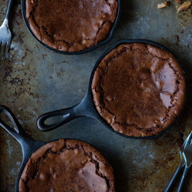 Skillet Brownies -- https://thehautemommie.com/3-great-foods-to-welcome-fall/
