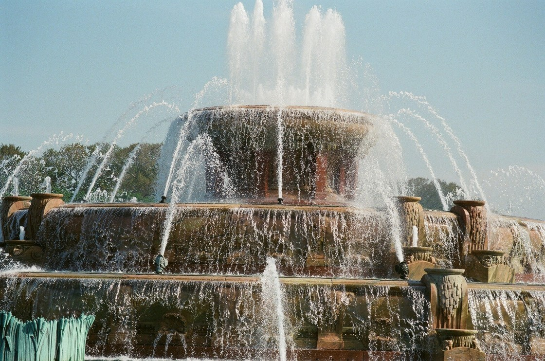 buckingham fountain-chicago-featured image-may 2019 guide-thehauteseeker
