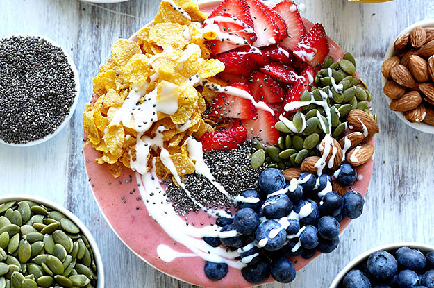 11-breakfast-smoothie-bowls-that-will-make-you-fe-2-20812-1447797747-7_dblbig