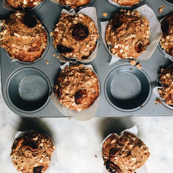 PCAMELISED BANANA MUFFINS WITH A CINNAMON OAT CRUMBLE 2