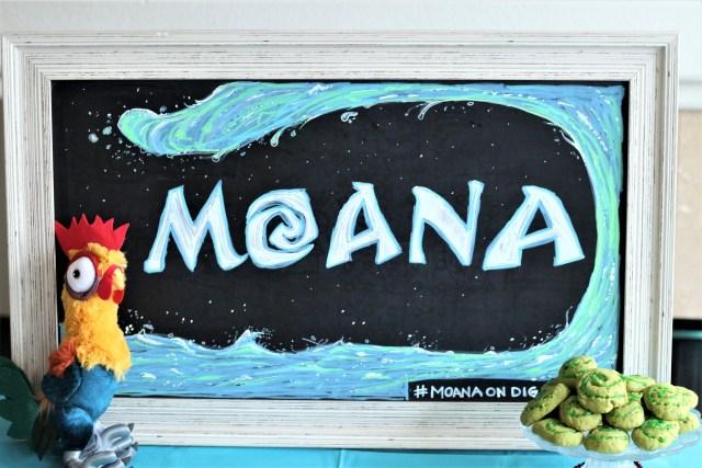 Moana Party - Ideas for having a Moana viewing party - Moana Recipes, Moana Decor, Moana Cookies. You can now watch Moana at home via Google Chromecast and Disney Movies Anywhere, or on Blu-Ray! #Moanaondigital #ad