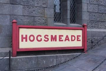 hogsmeade sign - theheartofabookblogger