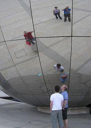 423px-Mirror_globe by Arpingstone for Wikipedia Public Domain