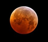Write-adam-Total-Lunar-Eclipse-December-21-2010-wikimedia-commons-share-alike-license-e1375327509135