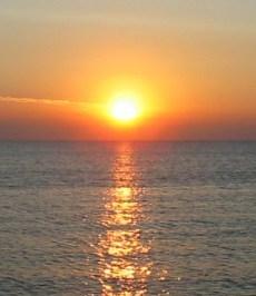 https://commons.wikimedia.org/wiki/File:Sunrise_over_the_sea.jpg