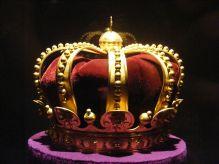 http://commons.wikimedia.org/wiki/File:Crown_of_King_Ferdinand_I_de_Hohenzollern-Sigmaringen,Carol_I_and_King_Mihai.JPG