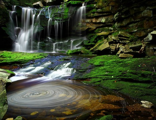 http://commons.wikimedia.org/wiki/File:Elakala_Waterfalls_Swirling_Pool_Mossy_Rocks.jpg
