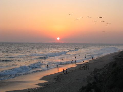 http://en.wikipedia.org/wiki/File:Sunset_at_Huntington_Beach.jpg