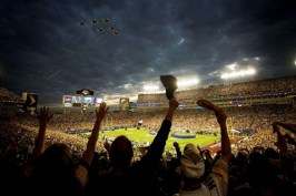 http://en.wikipedia.org/wiki/File:Super_Bowl_XLIII_-_Thunderbirds_Flyover_-_Feb_1_2009.jpg