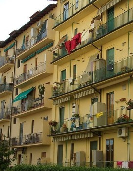 http://commons.wikimedia.org/wiki/File:Firenze-apartment-building-0899.jpg
