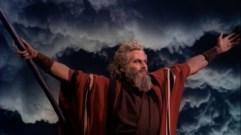 http://commons.wikimedia.org/wiki/File:Charlton_Heston_in_The_Ten_Commandments_film_trailer.jpg?uselang=de