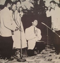 https://commons.wikimedia.org/wiki/File:The_Platters_performing.jpg