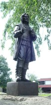 https://commons.wikimedia.org/wiki/File:RWU_Roger_Williams_Statue.jpg