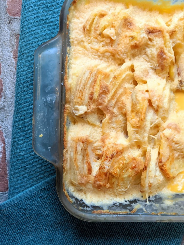 creamy au gratin potatoes recipe baked in the oven healthy melty cheesey potatoes in the oven baking dish