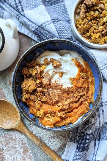 pumpkin yogurt bowl for breakfast brunch parfait easy granola bowls for healthy breakkies recipes veganuary gluten free vegan vegetarian healthy