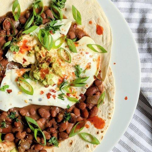 huevos rancheros with pinto beans recipe breakfast beans recipes healthy ways to eat beans fror breakfast make huevos ranchers with pinto beans instead of black beans refried bean huevos rancheros