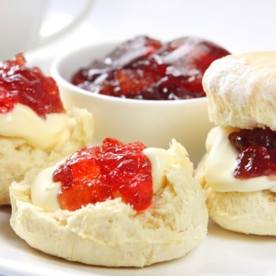 Buttery Scones with Lemon Curd