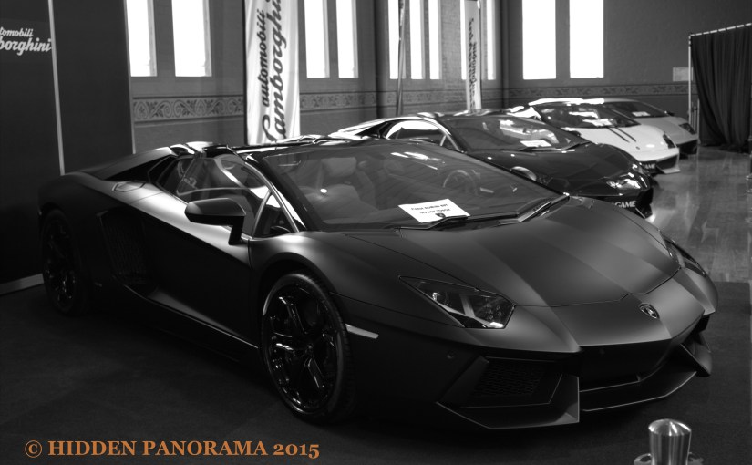 Chromatic Outlook : 2012 Lamborghini Aventador LP 700-4 Roadster