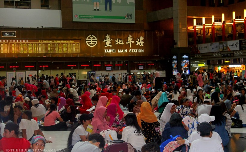 In The Middle Of Somewhere : Inside of Taipei Main Station