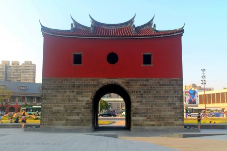 Taipei Walks : Taipei Main Station, North Gate and Beimen Memorial Park