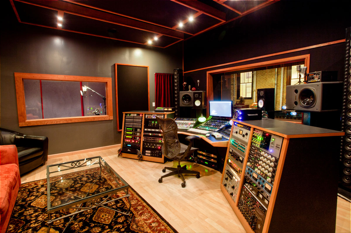 Control room studio the hideaway studios for Modern house music