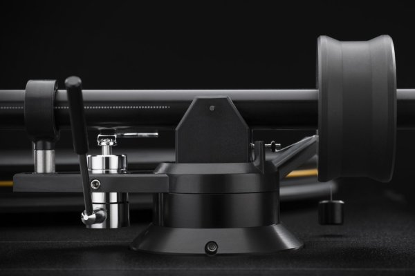 Mobile+Fidelity+StudioDeck+Tonearm+Detail-50f8383c