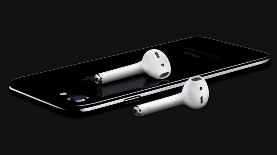 iPhone 7 Loses Headphone Jack and Its Customers