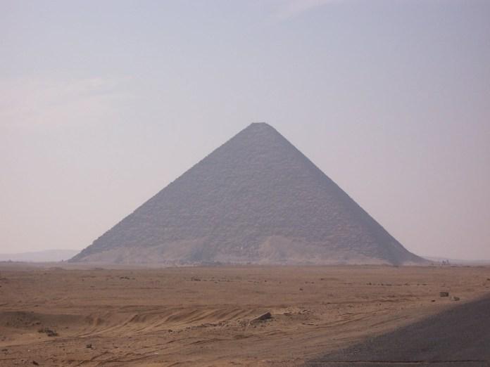 Red Pyramid of Snefru, photographed by Daniel Csörföly, [Public Domain] via Creative Commons