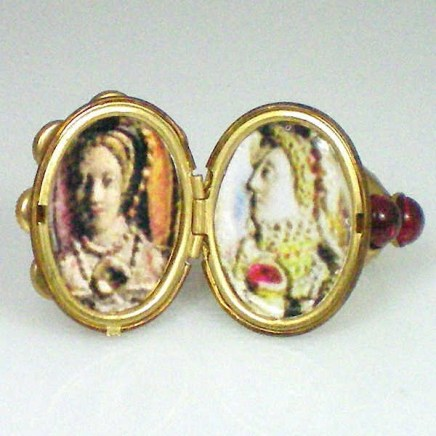 interior of elizabeth 1 locket ring