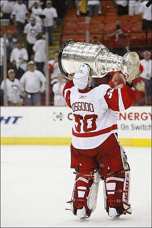 The Detroit Red Wings and Chris Osgood won the 2008 Stanley Cup.