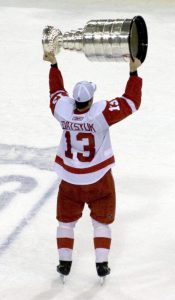 Pavel Datsyuk hoisting the Stanley Cup the last time the Red Wings won it in 2007-2008. (Wiki-commons)