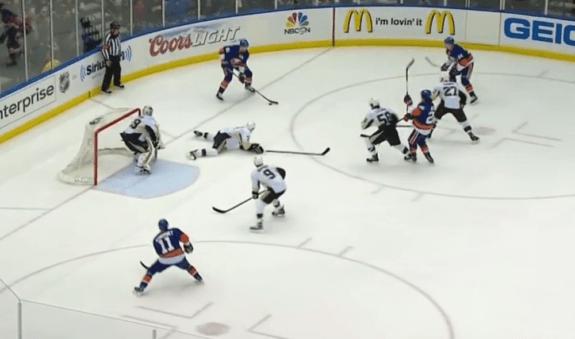 Defenseman slide on penalty kill