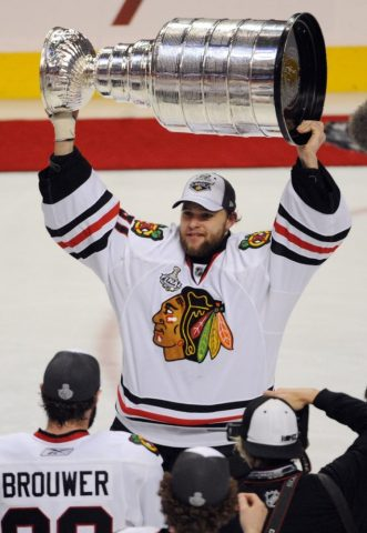 Antti Niemi hoists the Stanley Cup