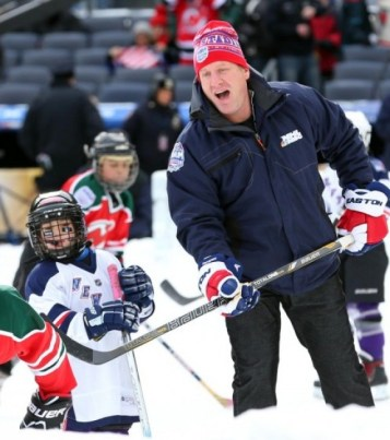 Jeremy Roenick deserves to be applauded for his contributions with the fans and charities he's involved with. (Ed Mulholland-USA TODAY Sports)