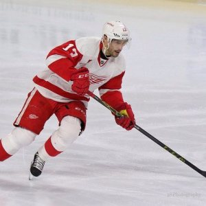 Datsyuk appears to be finding his groove after off-season surgery (Amy Irvin / The Hockey Writers)