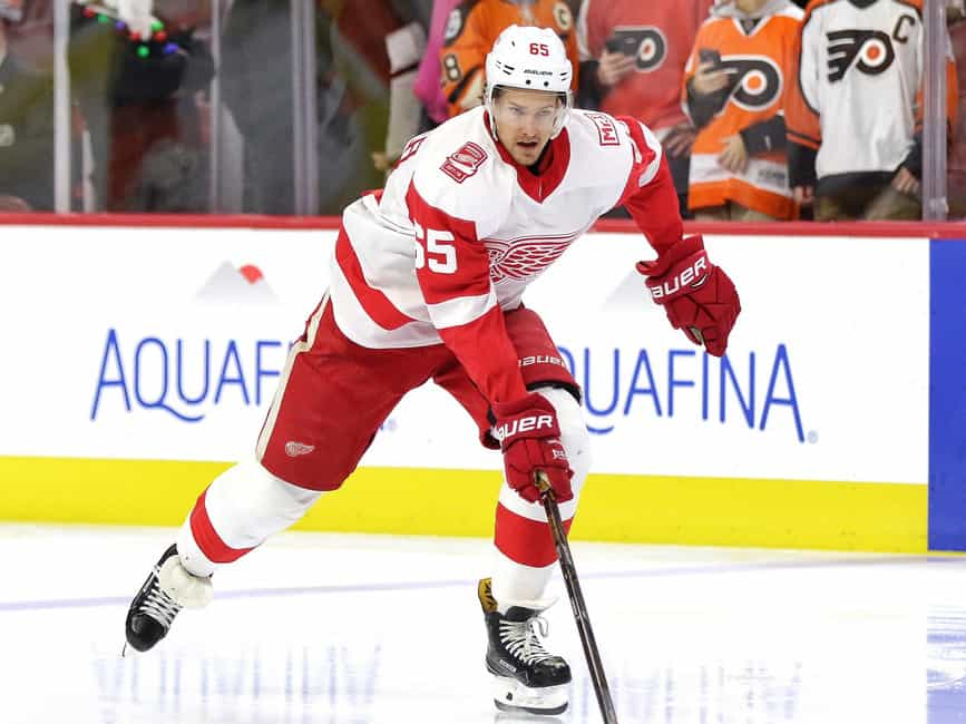 Red Wings slip past Sharks in shootout