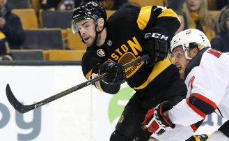 Boston Bruins Round Table: Drew Stafford Signs With Devils