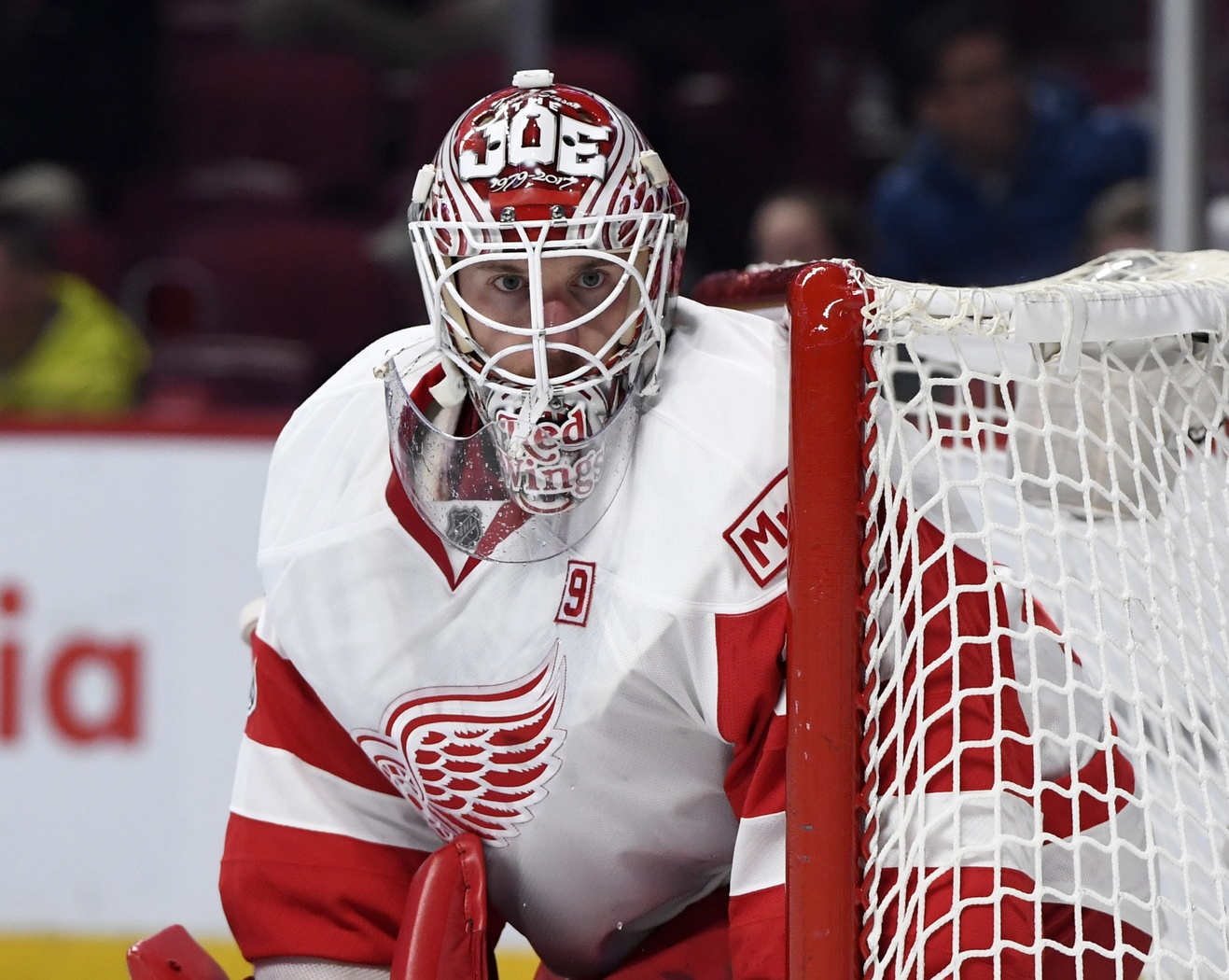 Howard, Nielsen help Red Wings edge Senators