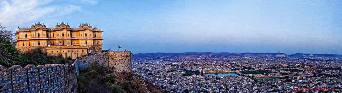 Panoramic photo of Nahargarh Fort and Jaipur