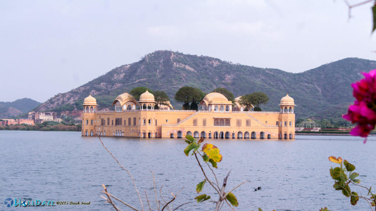 Jal Mahal, also known as the Water Palace, is one of the obligatory sights to visit in Jaipur, the Pink City of India