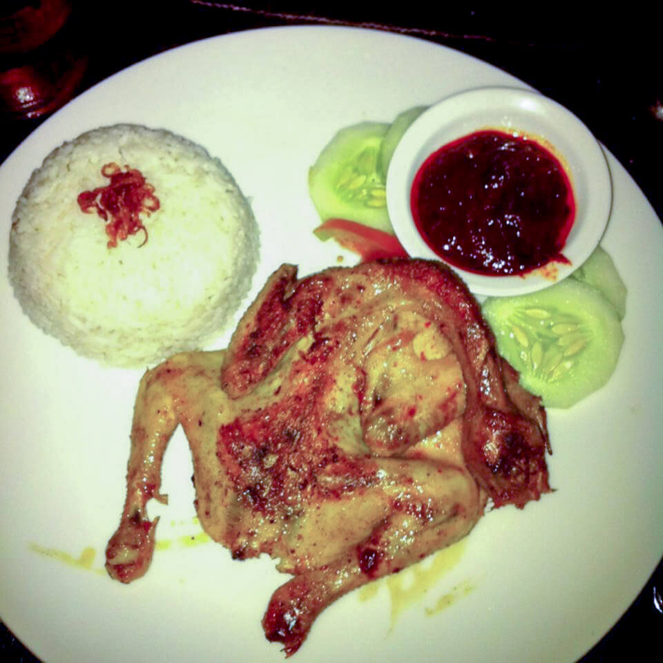 Ayam Taliwang dengan sambal di Senggigi, Lombok, Indonesia