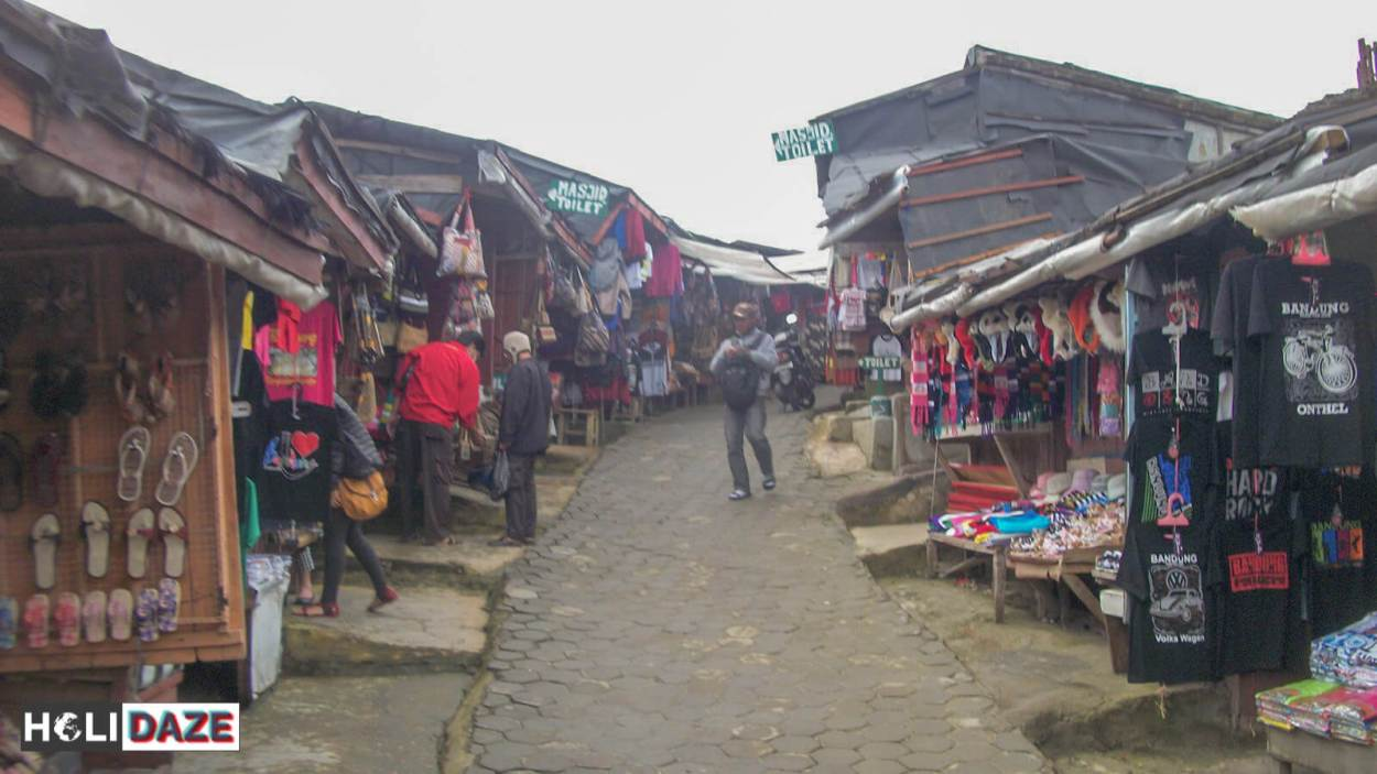 Shops at Tangkuban Perahu