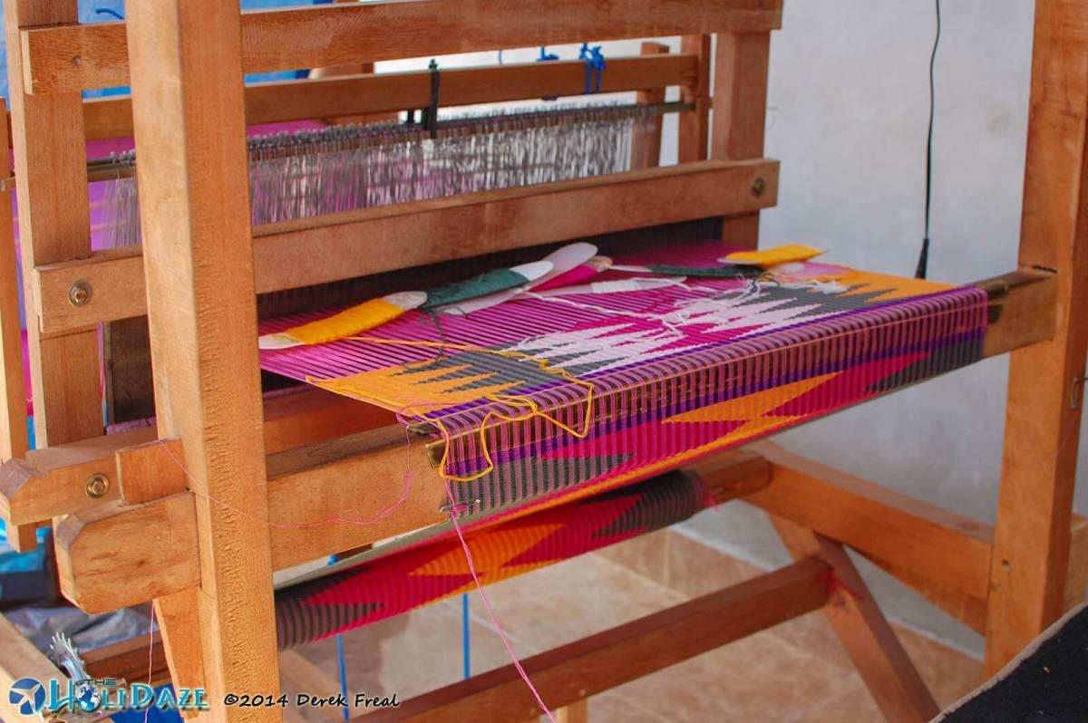 Modern tenun machine for weaving fabric